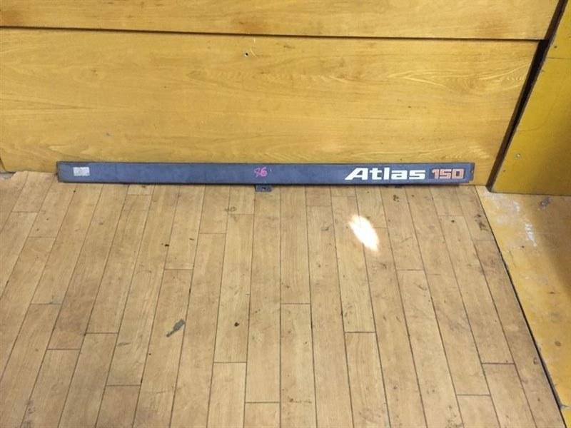 Планка над фарами Nissan Atlas F22 TD23/TD25/TD27 89