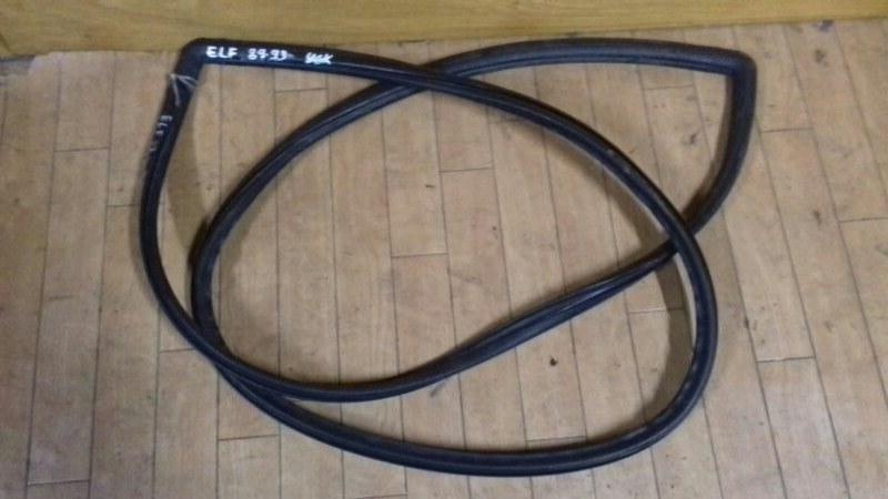Уплотнитель лобового стекла Isuzu Elf NKR56-59 4BE1/4BC2/4BG1 89
