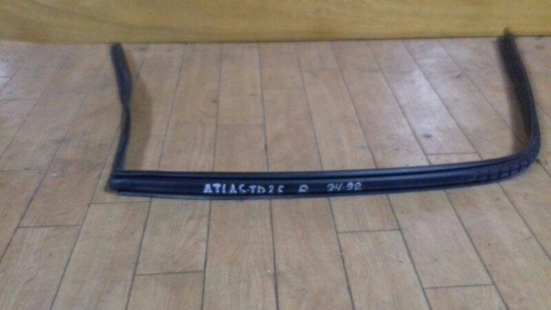 Уплотнитель бокового стекла Nissan Atlas F23 TD23/TD25/TD27/QD32 94 правый
