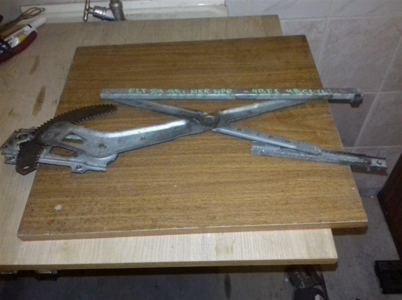 Стеклоподъемник Isuzu Elf NKR55-58 4BE1/4JB1 89 левый