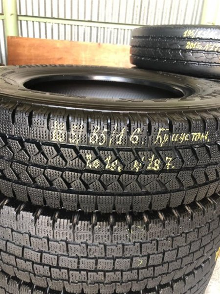 Авторезина грузовая Bridgestone W979 2016