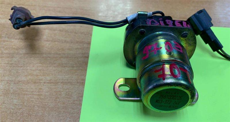 Реле стартера Nissan Diesel CD52-54 RF8/RH8 91
