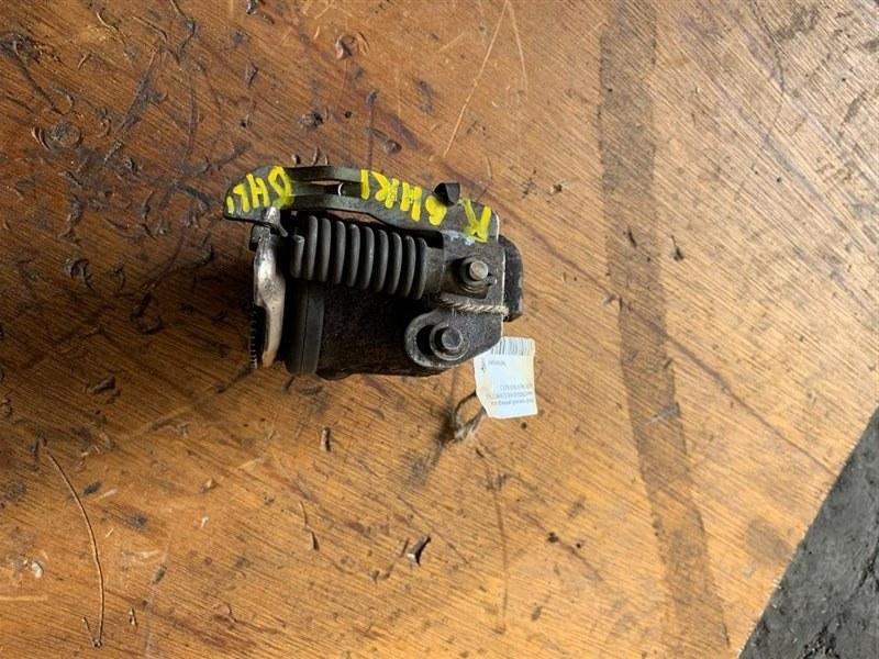 Рабочий тормозной цилиндр Isuzu Forward FRR90/FRR34-35 4HK1T/6HL1/6HK1T 99 передний правый