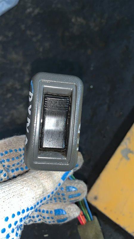 Кнопки стеклоподъемника Toyota Dyna BU102-222 3B/15B 94 левые