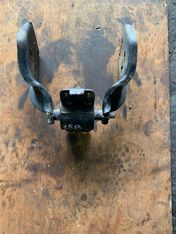 Подушка кпп Toyota Dyna BU102-222 3B/14B/15B 94