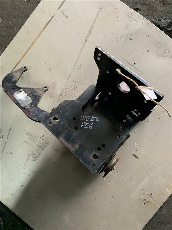 Крепление компрессора реф. установки Nissan Diesel MK210-260 FE6 94