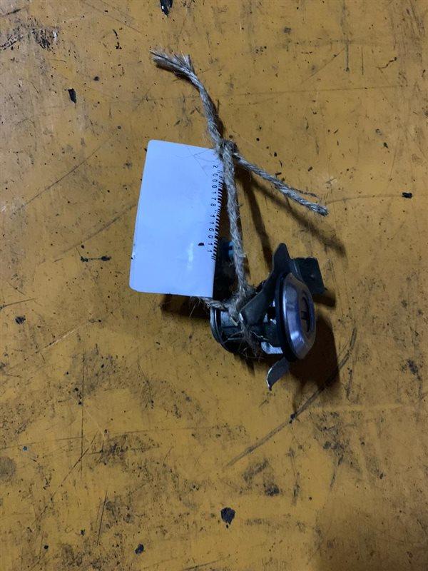 Личинка двери Mmc Fuso FK618-668/FK71 6D16-17/6M61 94 правая