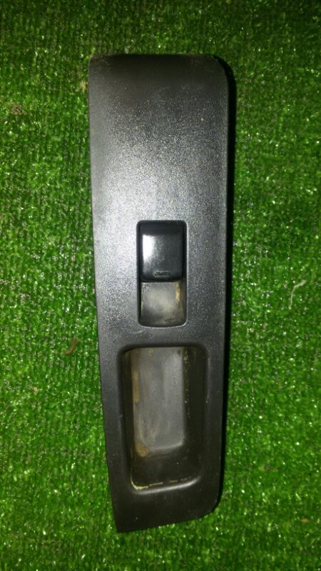 Кнопка стеклоподъемника Nissan X-Trail NT31 MR20 2011 передняя правая