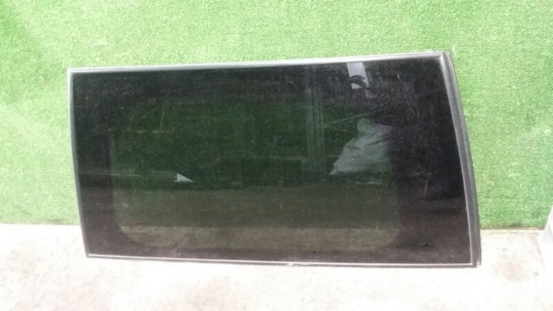 Стекло собачника Nissan Pathfinder R51 YD25 2006 левое