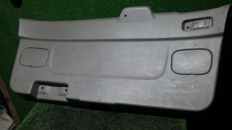 Обшивка двери багажника Nissan R'nessa N30 SR20DE 1997