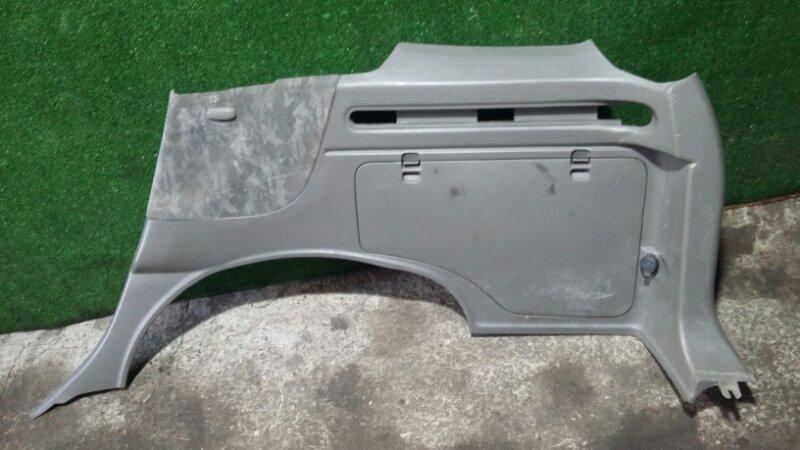 Обшивка багажника Nissan R'nessa N30 SR20DE 1997 задняя правая