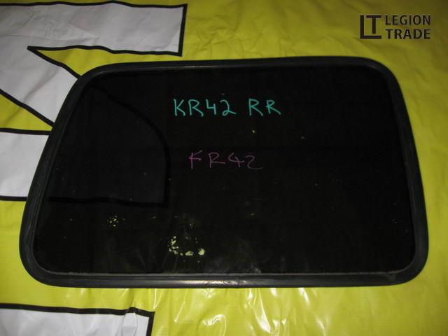 Стекло собачника Toyota Liteace Noah KR42 заднее правое