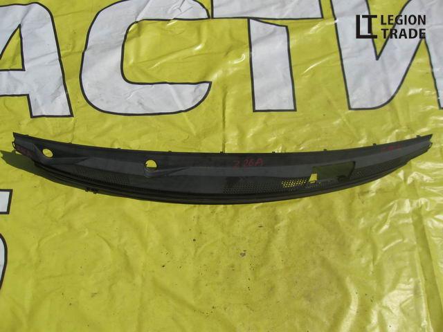 Решетка под лобовое стекло Mitsubishi Colt Z26A