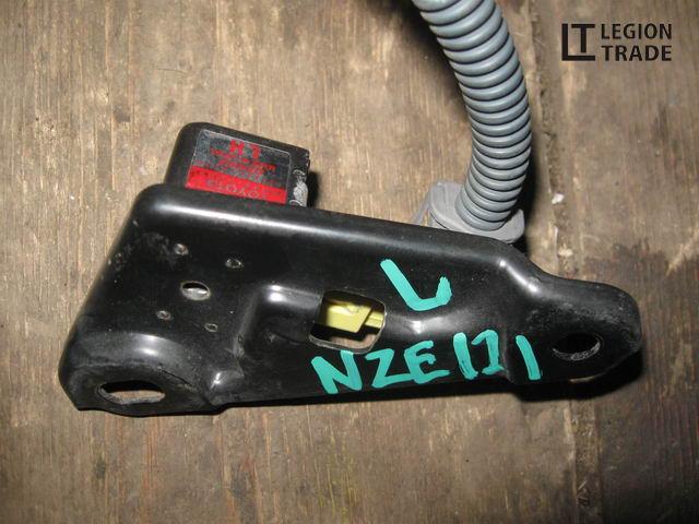 Датчик airbag Toyota Corolla Runx NZE121