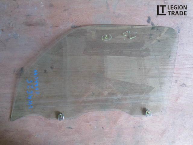 Стекло двери Nissan Caravan VWME25 переднее левое