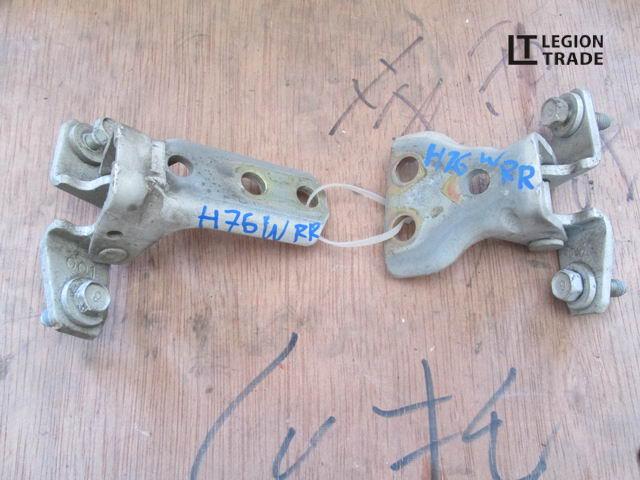 Петля дверная Mitsubishi Pajero Io H72W задняя правая
