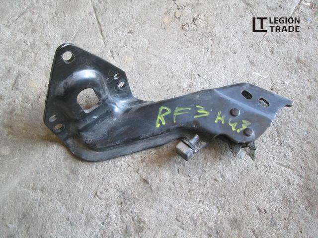 Кронштейн боковой двери Honda Stepwgn RF3 нижний