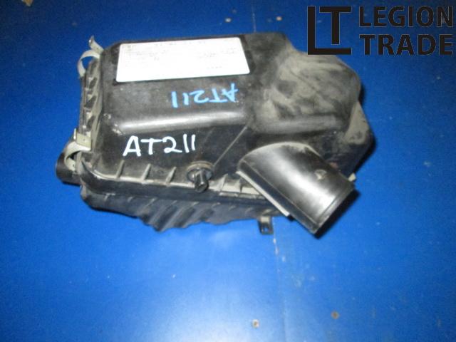 Коробка воздушного фильтра Toyota Carina AT211 7AFE 2001.09