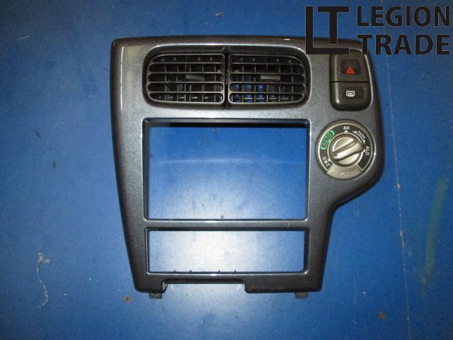 Консоль магнитофона Nissan Terrano TR50 ZD30DDTI 1999.04