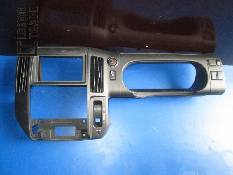 Панель пластиковая Nissan Serena C25