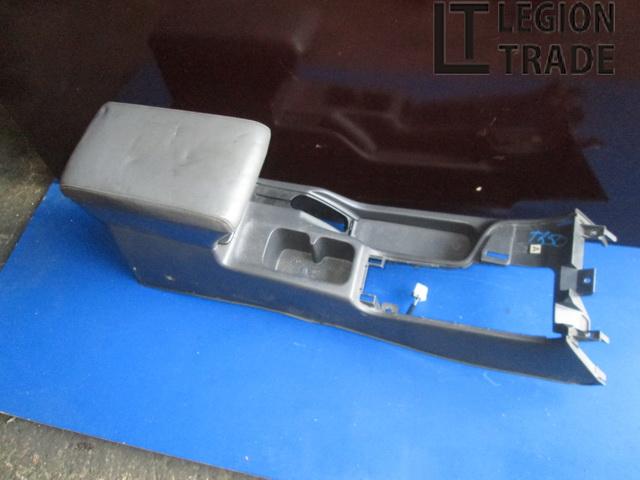 Консоль между сидений Nissan Terrano TR50 ZD30DDTI 1999.04