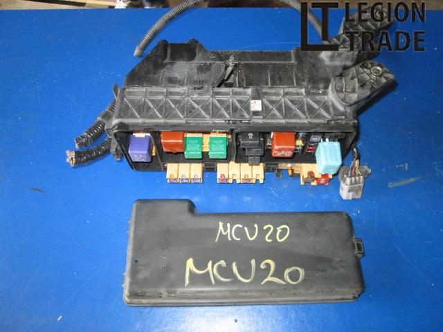 Блок предохранителей Toyota Kluger MCU20