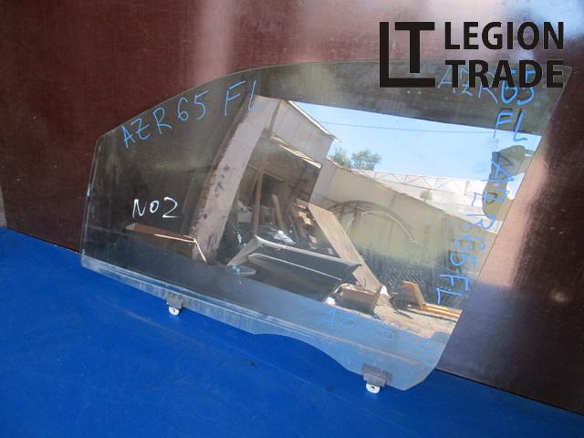 Стекло двери Toyota Voxy AZR65 переднее левое