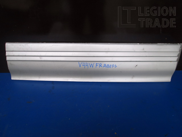 Накладка на дверь Mitsubishi Pajero V44W передняя правая