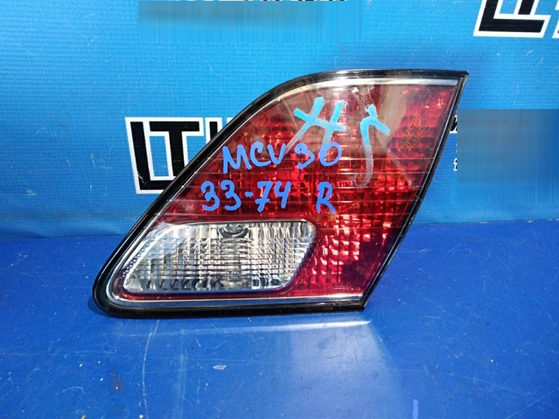 Вставка между стопов Toyota Windom MCV30 задняя правая