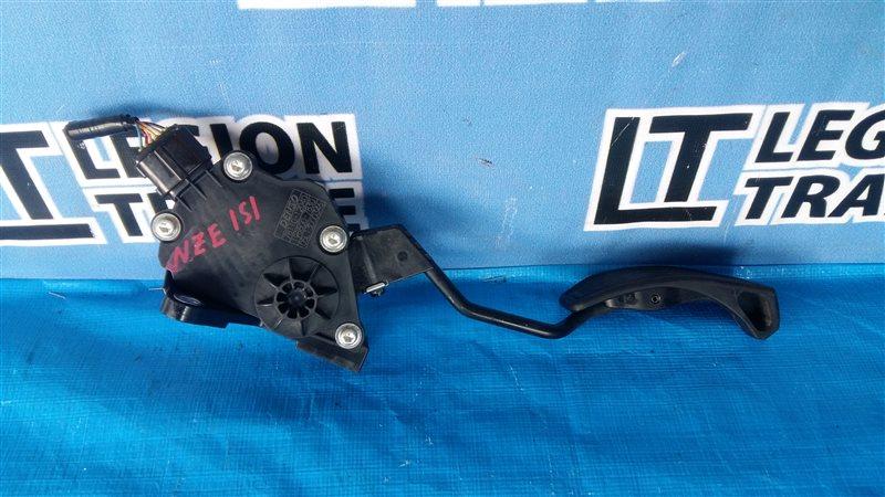 Педаль подачи топлива Toyota Auris NZE151 1NZFE