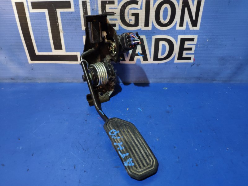 Педаль подачи топлива Toyota Alphard Hybrid ATH10