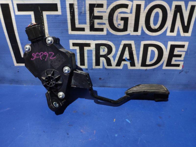 Педаль подачи топлива Toyota Belta SCP92