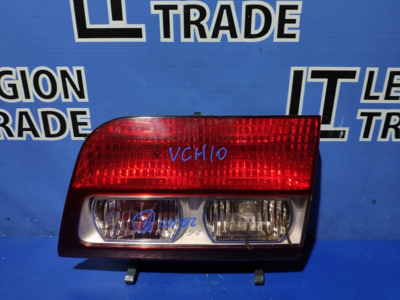 Вставка багажника Toyota Granvia KCH10 задняя