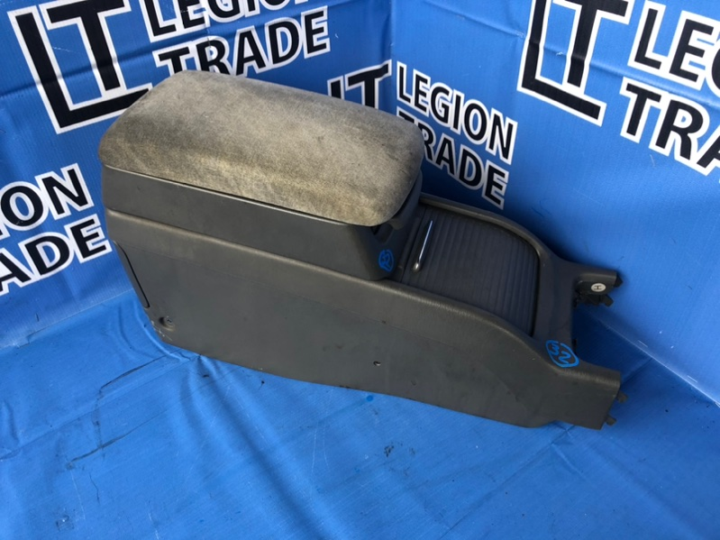 Консоль между сидений Toyota Chaser JZX100 1JZGE 03.1998