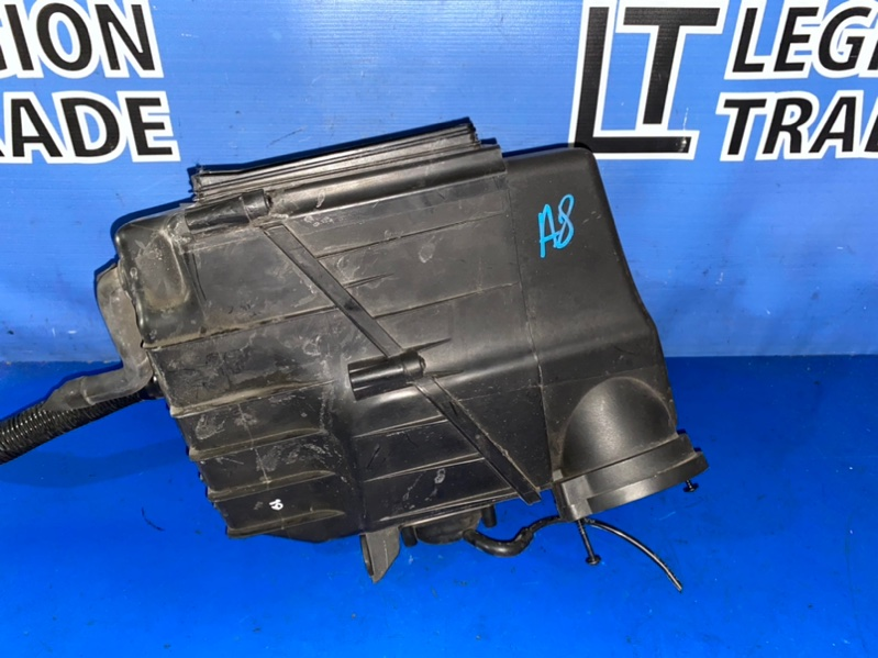 Коробка воздушного фильтра Audi A8 4E2 BGK 2006