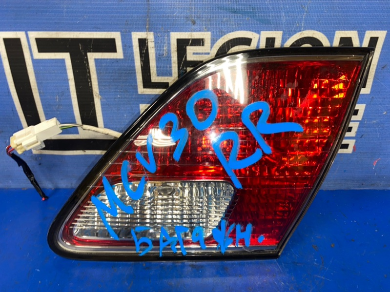 Вставка багажника Toyota Windom MCV30 задняя правая