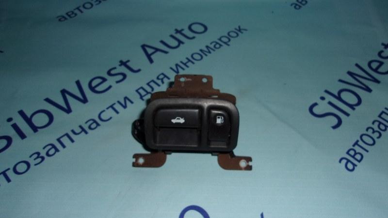 Кнопка открывания багажника Nissan Cedric MY33