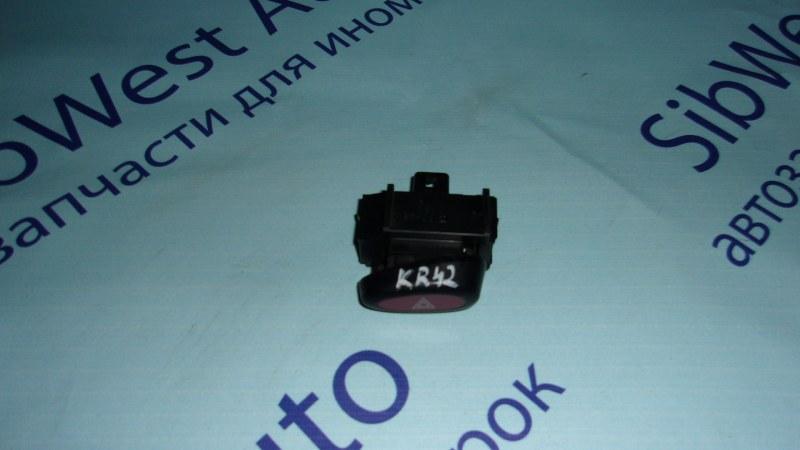 Кнопка аварийной сигнализации Toyota Noah KR42