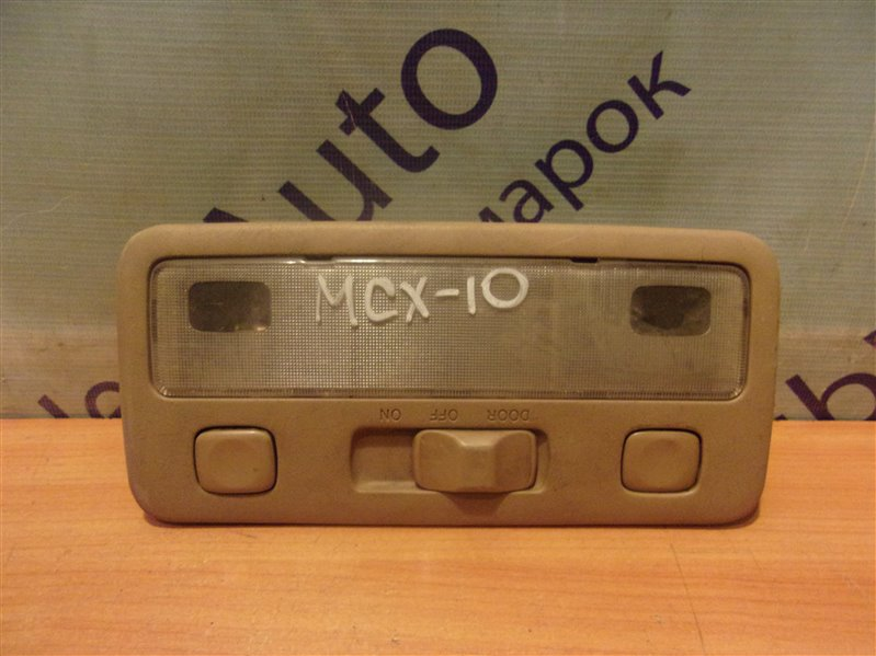 Плафон Toyota Avalon MCX10 передний