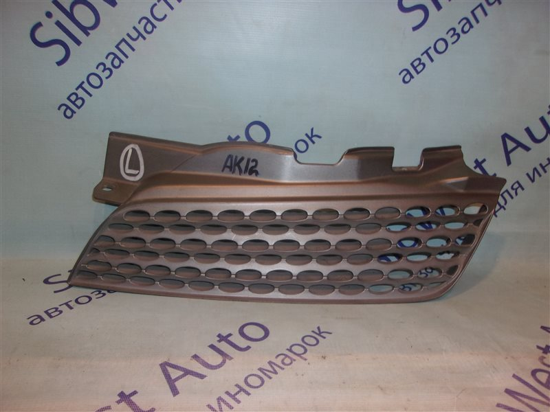 Решетка радиатора Nissan March AK12 левая