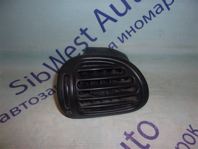 Решетка в панель приборов Peugeot 206 TU3JP1.4L 2002 правая