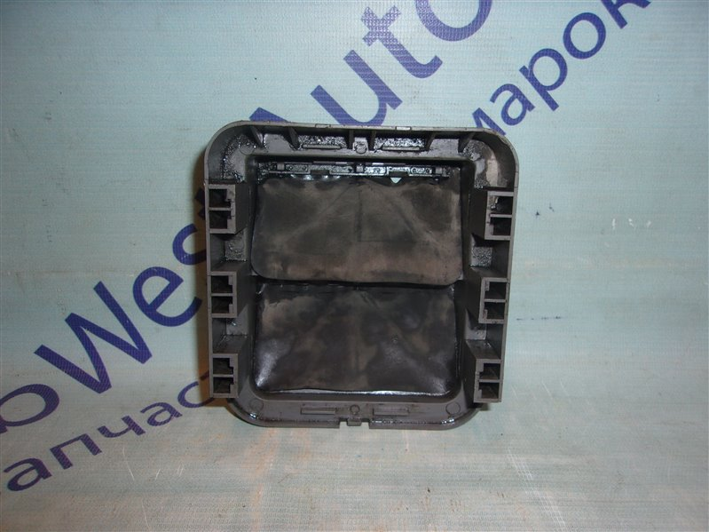 Клапан вентиляции крыла Chevrolet Aveo T255(T250) B12D1 2009 правый