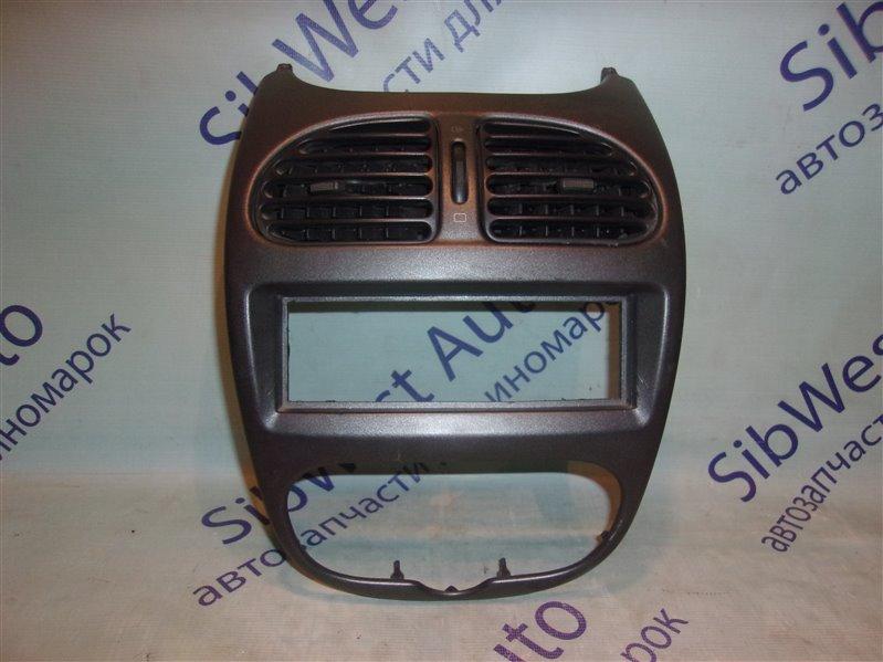Консоль магнитофона Peugeot 206 TU3JP1.4L 2002