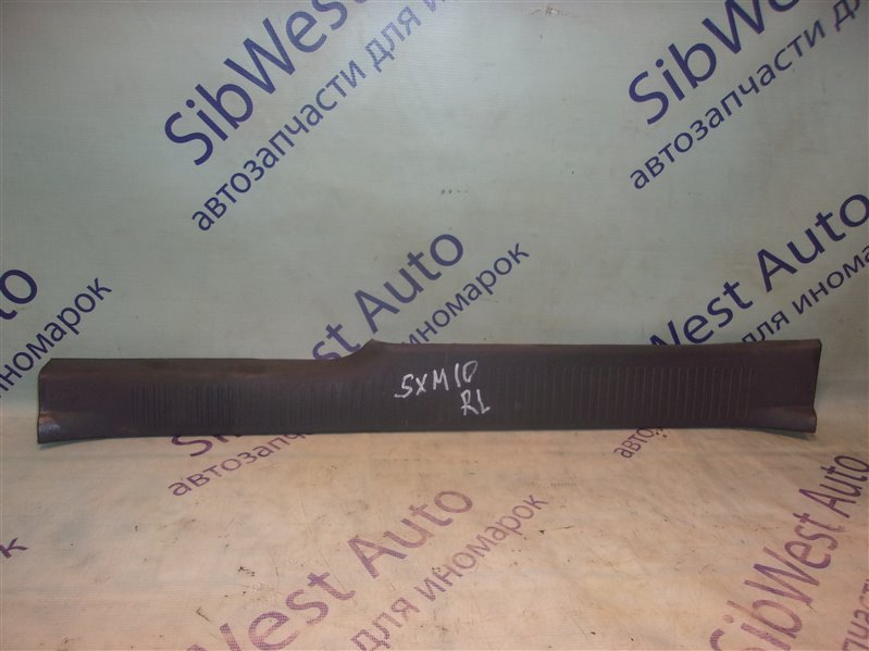 Накладка замка багажника Toyota Ipsum SXM10 задняя левая