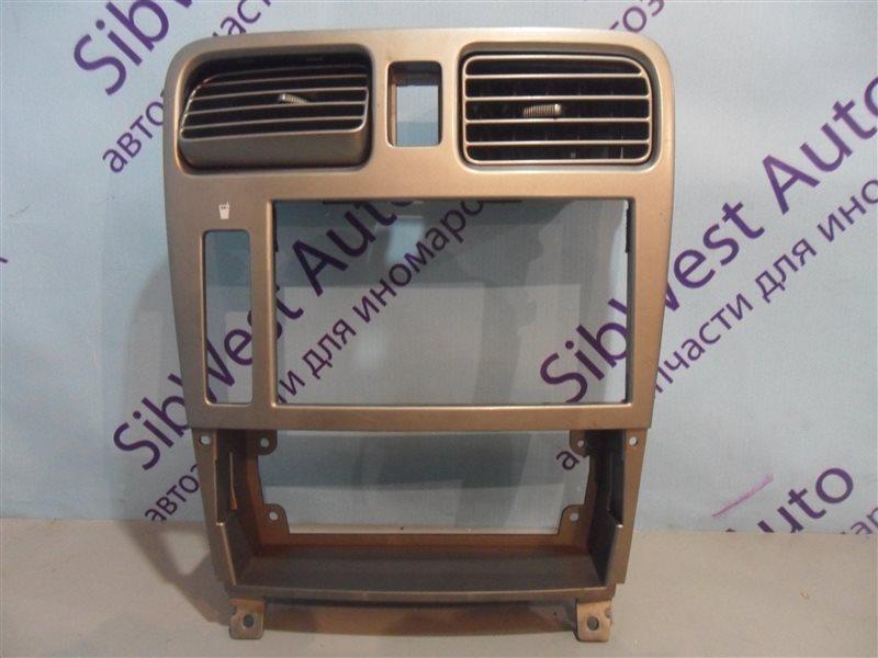 Консоль магнитофона Subaru Forester SG5 EJ202 2002