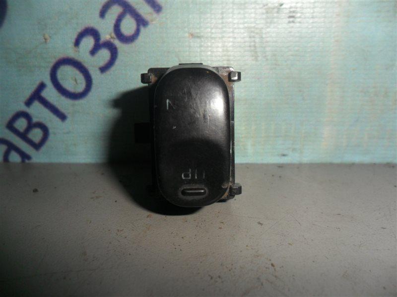 Кнопка Nissan Laurel SC33 RD28 1991