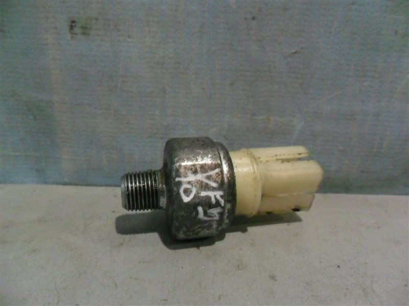 Датчик давления масла Nissan Ad VFY10 GA15DS 1991