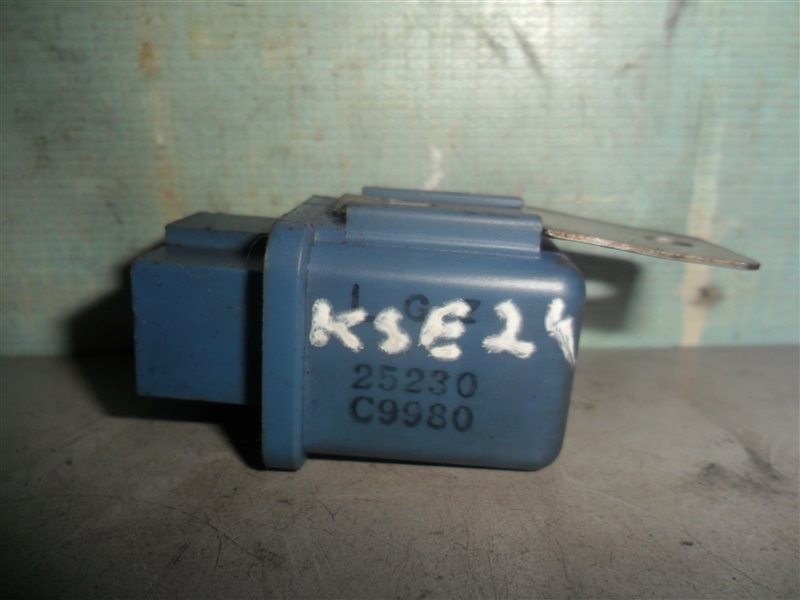 Реле Nissan Homy KSE24 LD20 1991