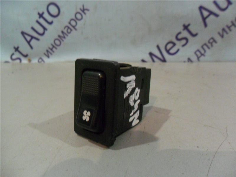 Кнопка включения печки Mitsubishi Chariot N48W 4D68 1992