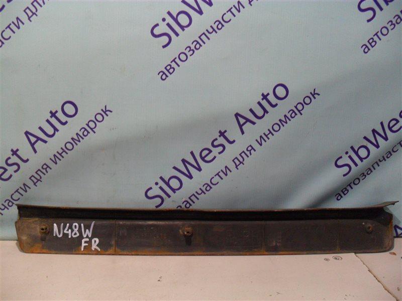 Порожек пластиковый Mitsubishi Chariot N48W 4D68 1994 передний правый